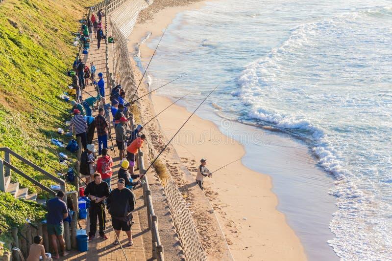 Mer de lever de soleil de plage de pêcheurs photos stock