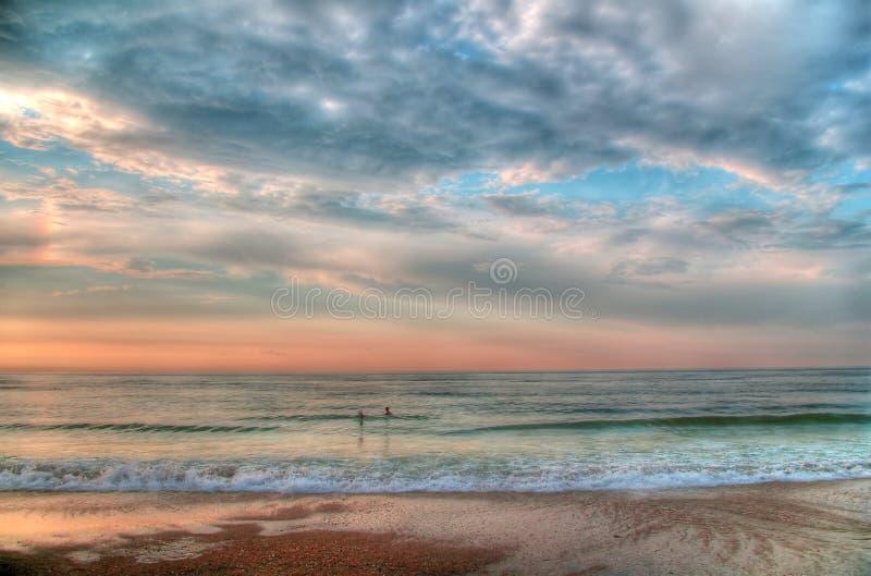 Mer de matin avant la tempête (traitement de HDR-Poteau) images stock