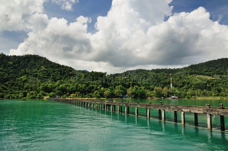 Mer de paradis de turquoise sur l'île de Koh Chang, Thaïlande photo libre de droits