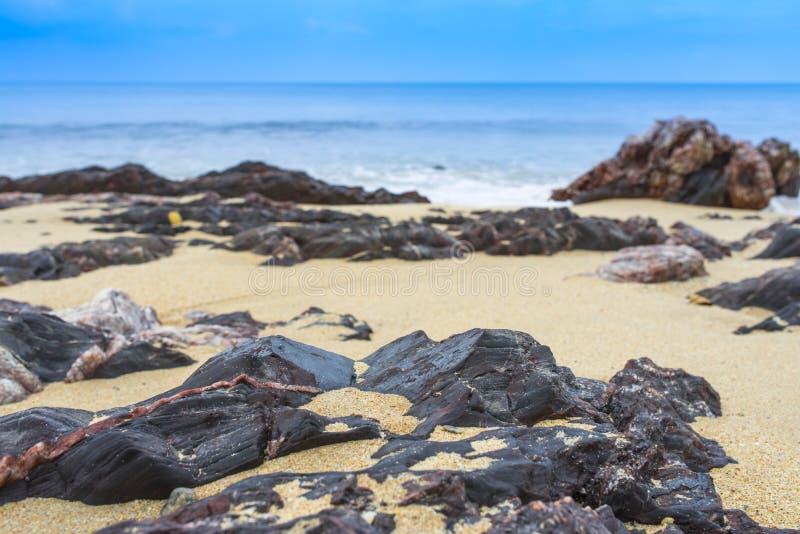 Mer de sable de roche photos stock