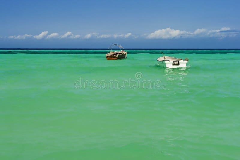 mer deux de bateaux photo stock