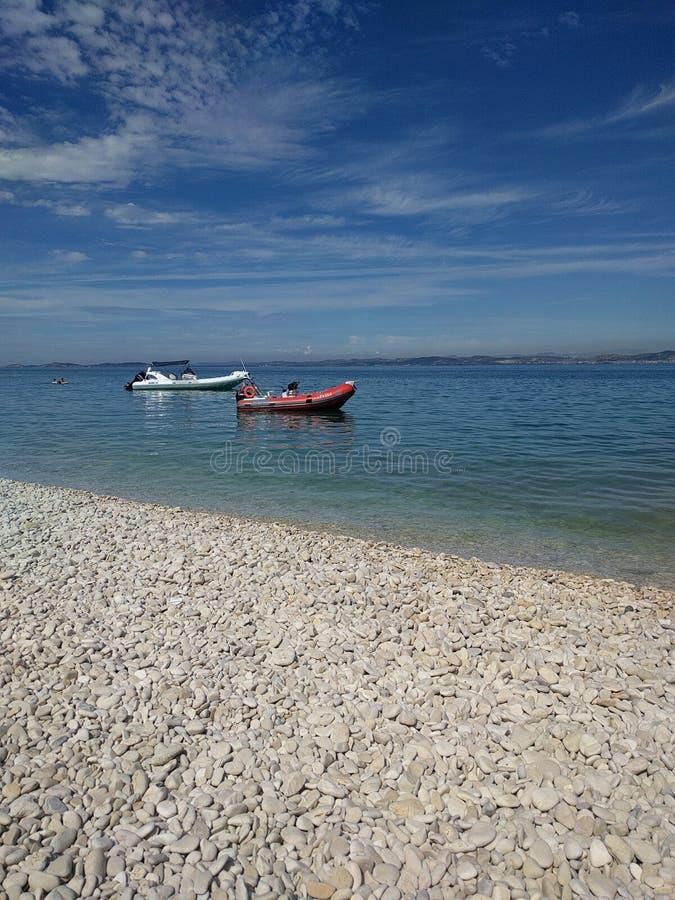 Mer et bateau image libre de droits