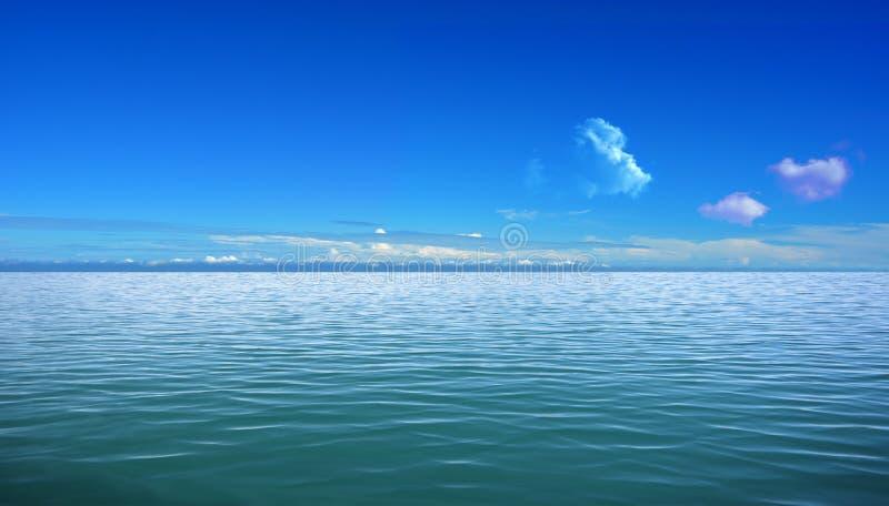 Mer et ciel bleu photographie stock