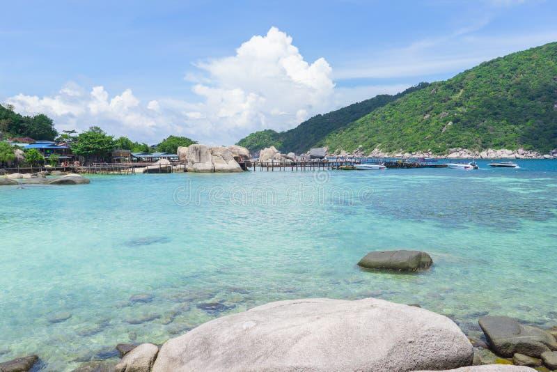 Mer et ciel chez Nang Yuan Island, Thaïlande images stock