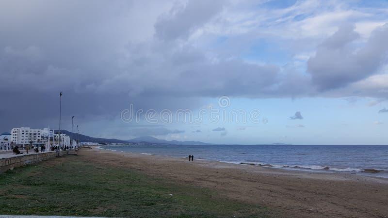 Mer et ciel nuageux photo stock