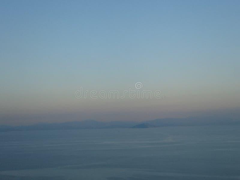 Mer et ciel paisibles image stock