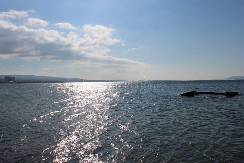 Mer et cieux calmes photographie stock libre de droits
