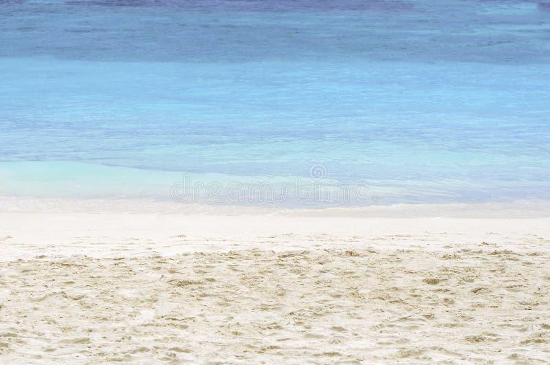 Mer et la plage de sable photographie stock