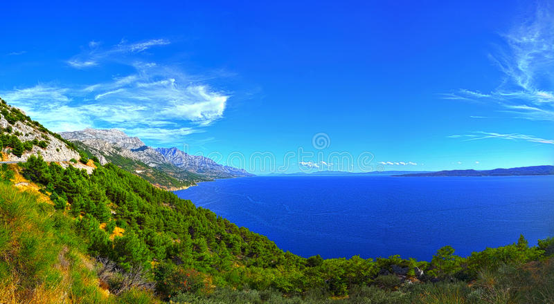 Download Mer et montagnes image stock. Image du vacances, adriatique - 77159987