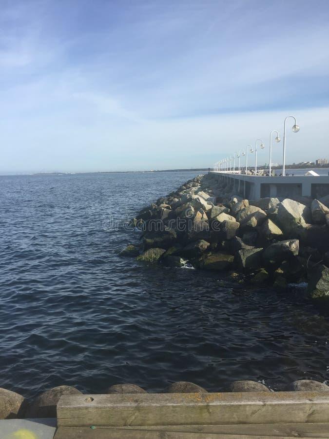 Mer et pierres photographie stock libre de droits