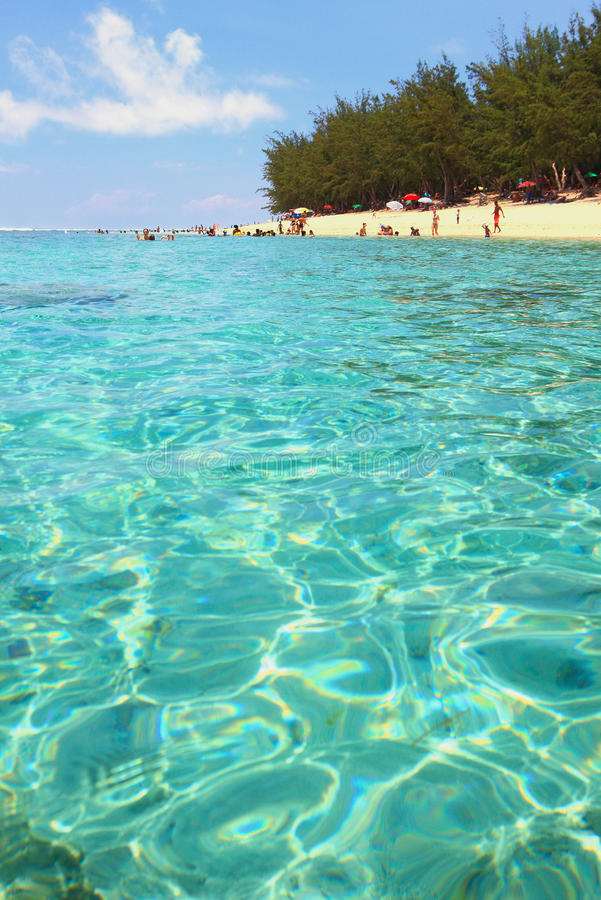 Mer et plage sablonneuse Ermitage de lagune, la Réunion photographie stock libre de droits