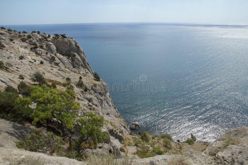 Mer et roches photographie stock libre de droits