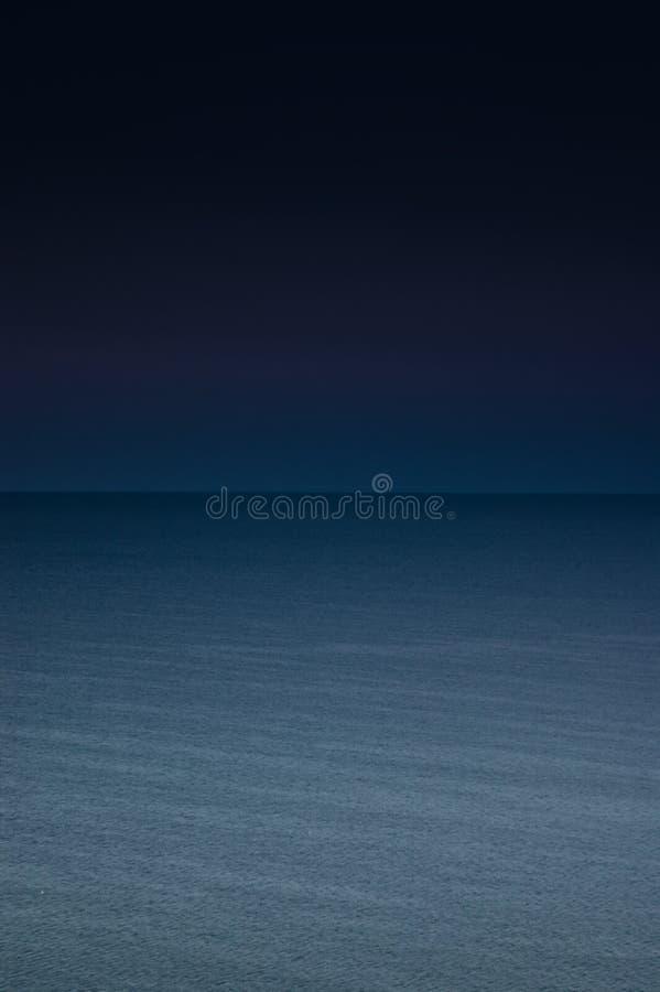 Mer la nuit photo stock