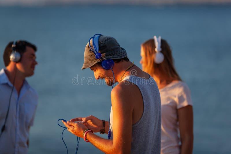 Mer, le soleil, musique images stock