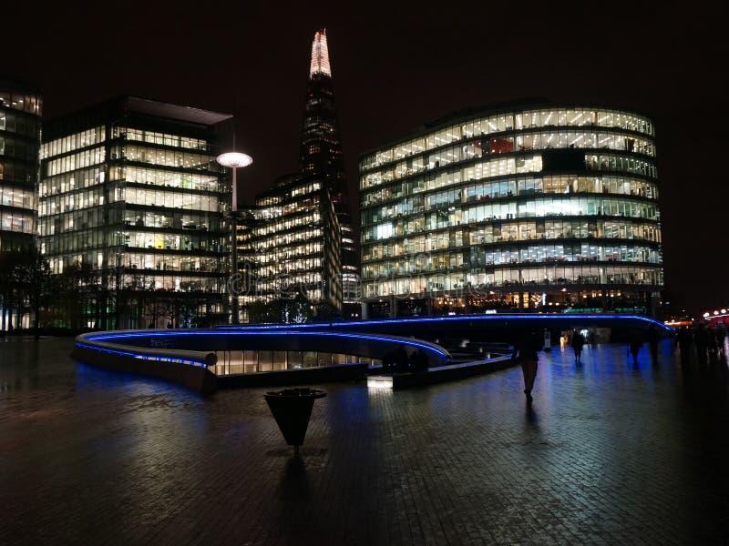 Mer London på den London bron, på natten fotografering för bildbyråer