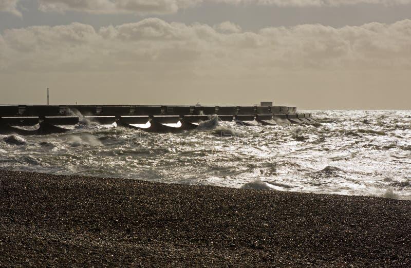 Mer orageuse chez Brighton Marina, Angleterre photo libre de droits