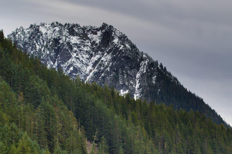 Mer regnig låg snönedgång för Mt på near vid maxima royaltyfri foto