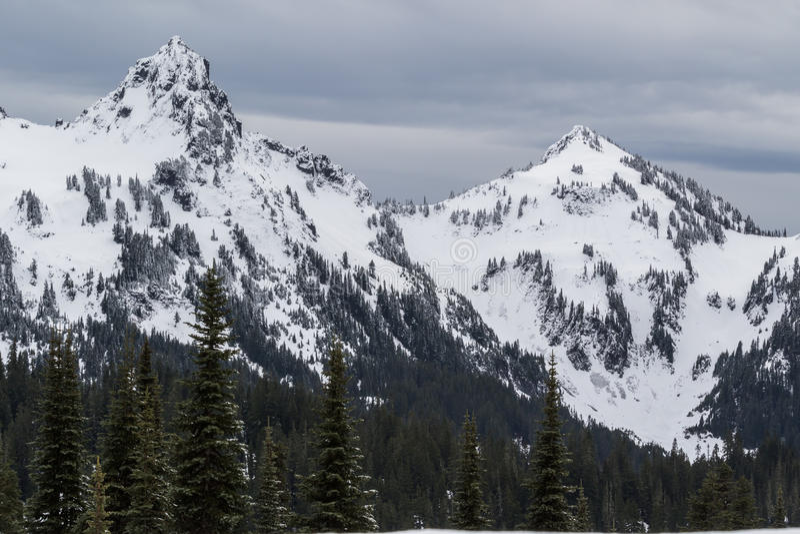 Mer regnig låg snönedgång för Mt på near vid maxima royaltyfri fotografi