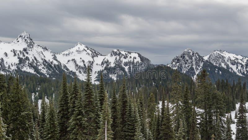 Mer regnig låg snönedgång för Mt på near vid maxima fotografering för bildbyråer