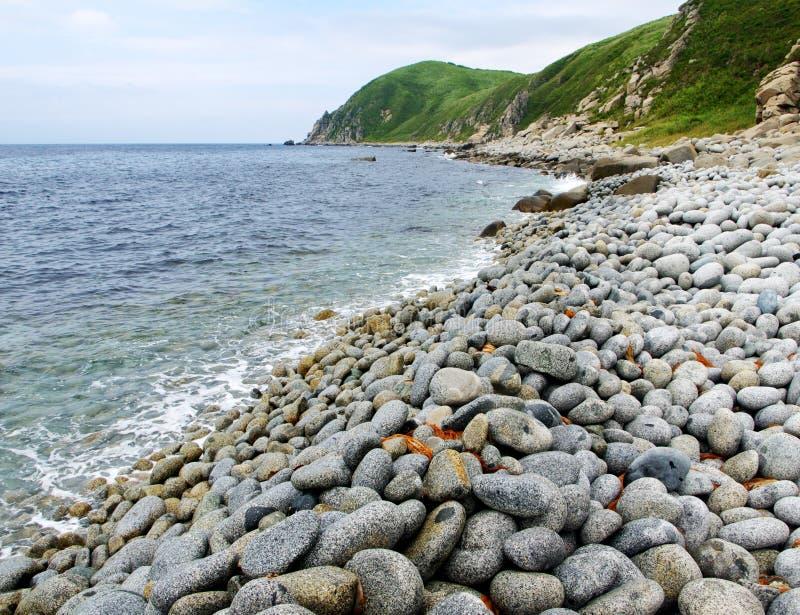 Mer rocheuse de rivage du Japon images libres de droits