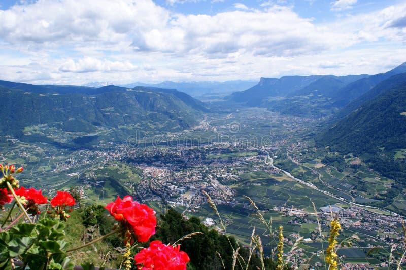 Merano en el valle de Adige en el Tyrol del sur imagenes de archivo