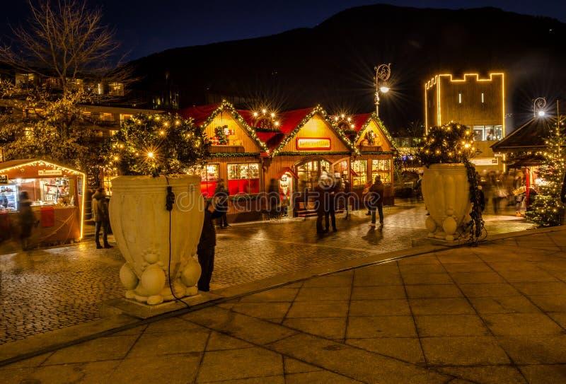 MERANO södra Tyrol, Italien - December 16, 2016: Meran Merano i södra Tyrol, Italien, under julen med christmans marknadsför b royaltyfria foton