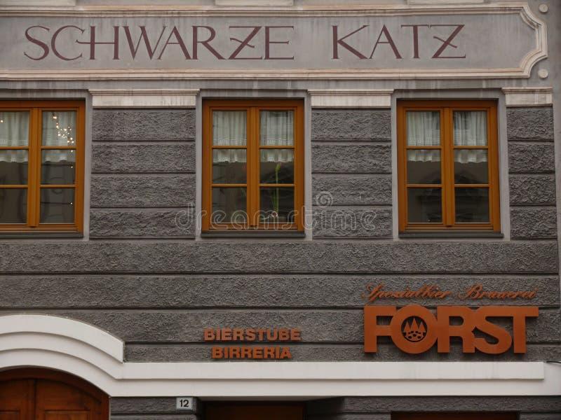 Merano, Trentino, Italien 01/06/2011 Dekorationen von alten Gebäuden stockbilder