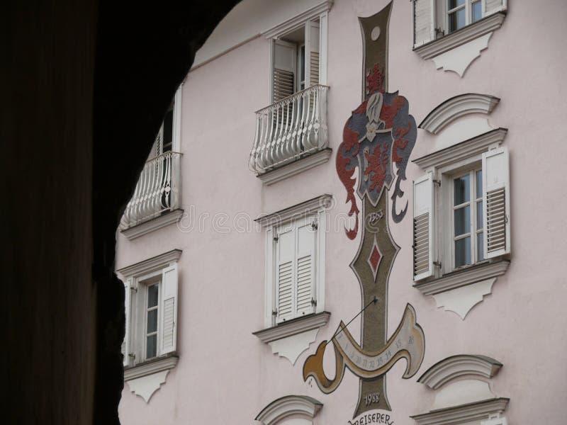 Merano, Trentino, W?ochy 01/06/2011 zegar s?oneczny pradawnych, obraz royalty free