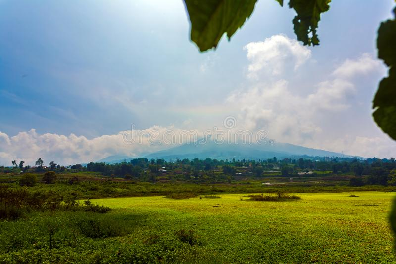 Merapi berg i Bukittinggi arkivbild