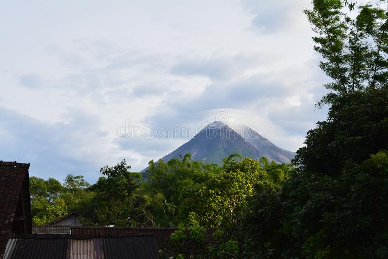 Merapiberg in Yogyakarta-stad, Indonesië royalty-vrije stock foto's