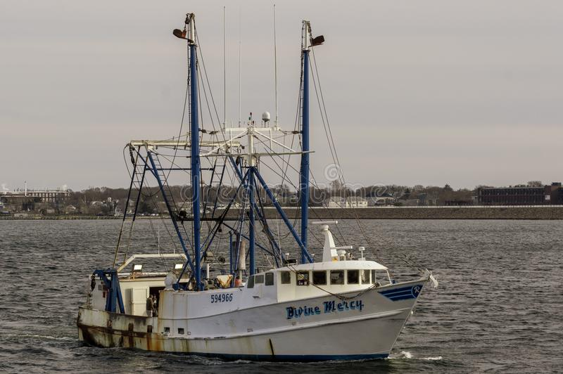 Mercê divina da embarcação de pesca no rio de Acushnet foto de stock royalty free