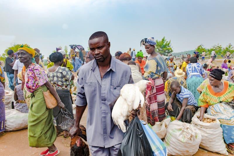 Mercado africano, verdura típica y mercado de carne Uganda, África foto de archivo