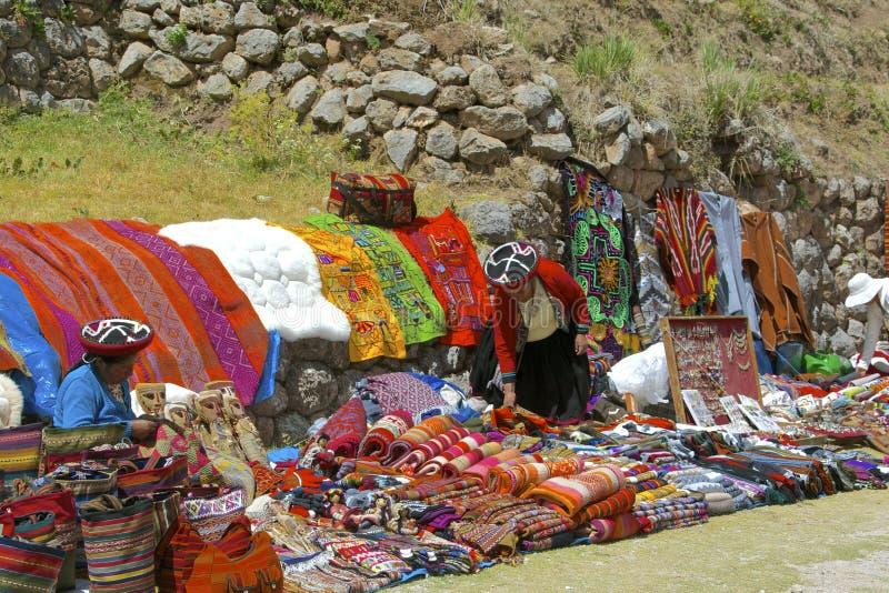 Mercado al aire libre de Chinchero, Perú foto de archivo