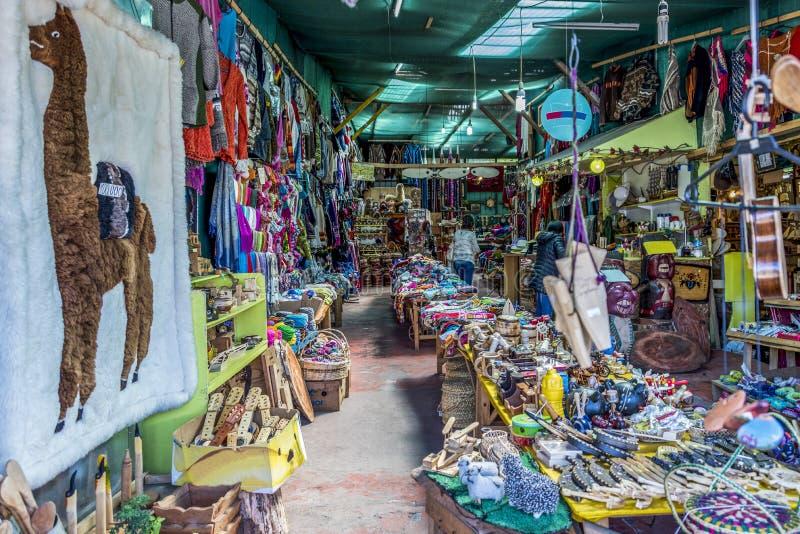 Mercado artisanal típico do distrito de Angelmo de Puerto Montt foto de stock