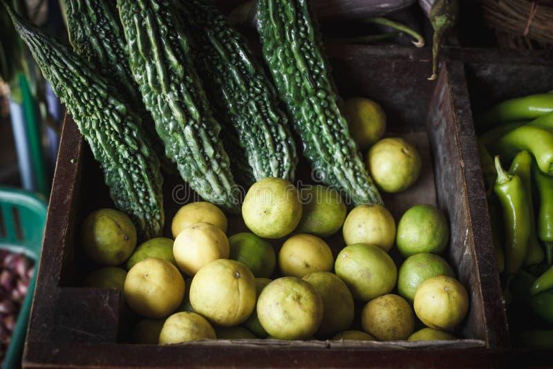 Mercado asi?tico, frutos ex?ticos foto de stock royalty free