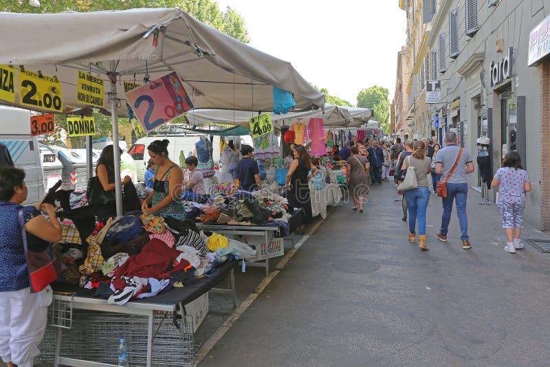 Mercado callejero en Roma imagen de archivo