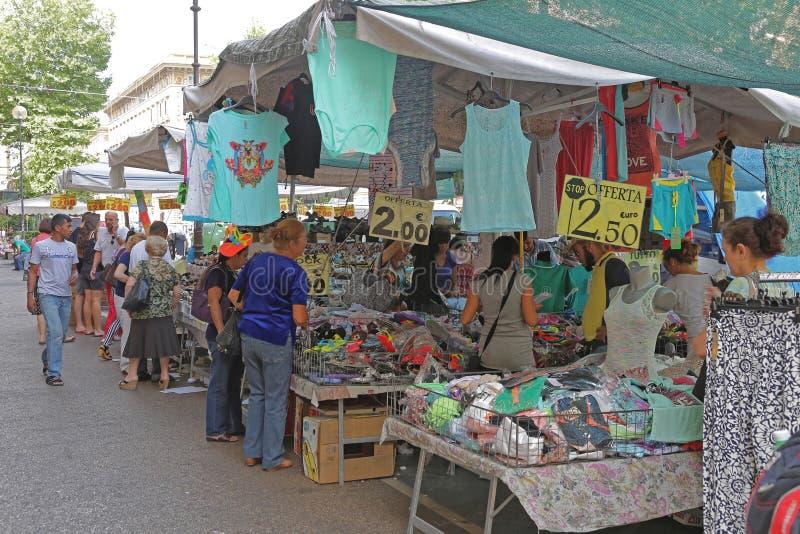 Mercado callejero en Roma imágenes de archivo libres de regalías