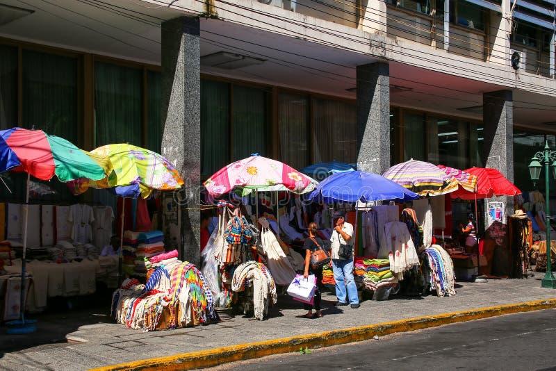 Mercado callejero Mercado Cuatro en Asuncion, Paraguay fotografía de archivo