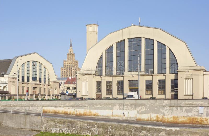 Mercado central de Riga (Letónia) foto de stock