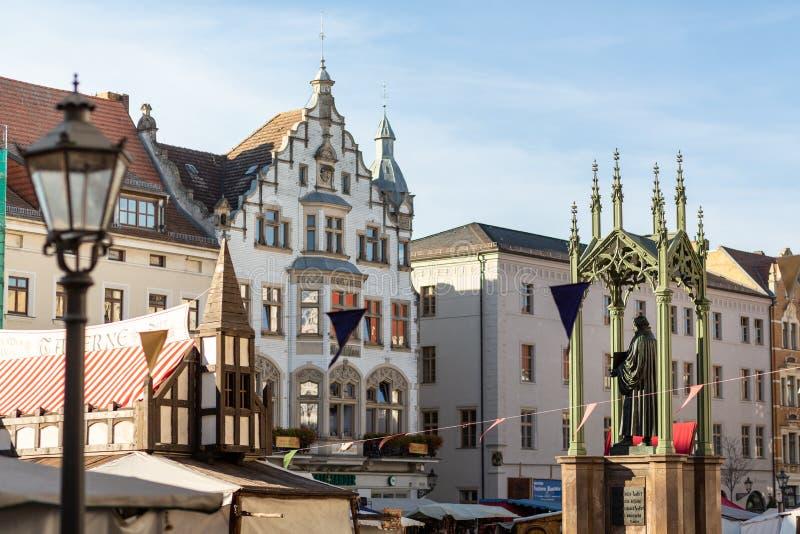 Mercado com a estátua de Martin Luther imagem de stock