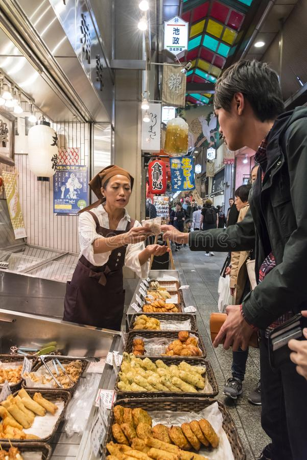 Mercado confeccionado Kyoto de Nishiki de la tienda de alimentos foto de archivo