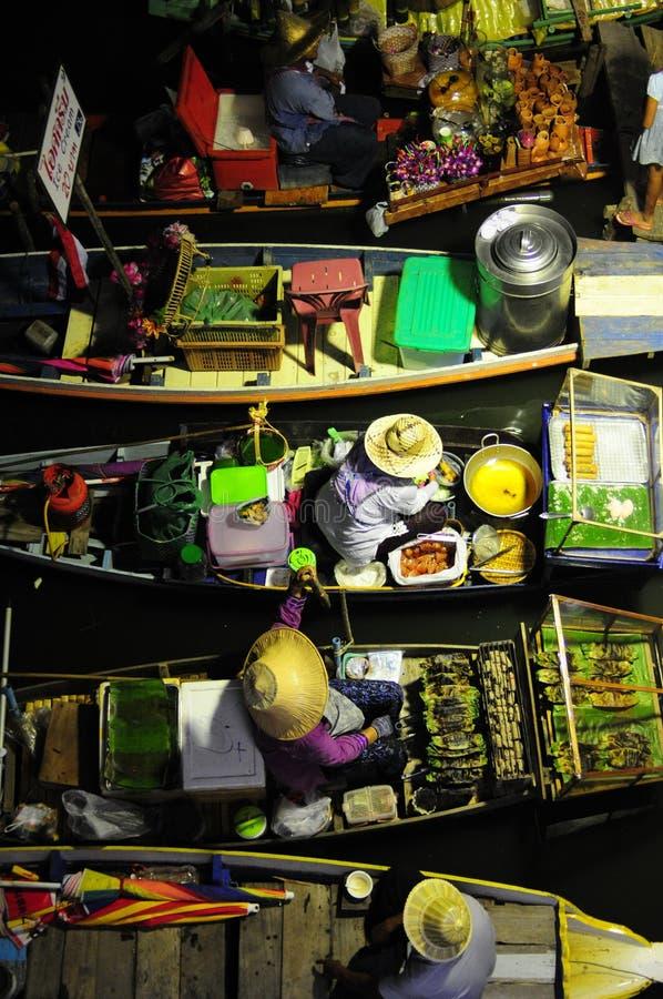 Mercado da água da noite imagens de stock royalty free