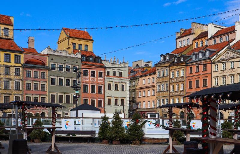 Mercado da cidade velha com as decorações do Natal no fim do inverno Varsóvia, Polônia foto de stock royalty free
