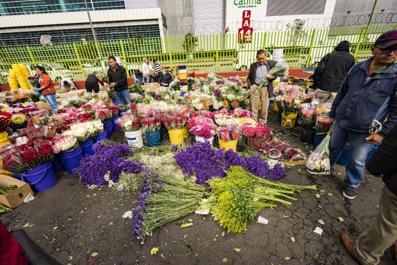 Mercado da flor em Paloquemao Bogotá Colômbia fotos de stock royalty free