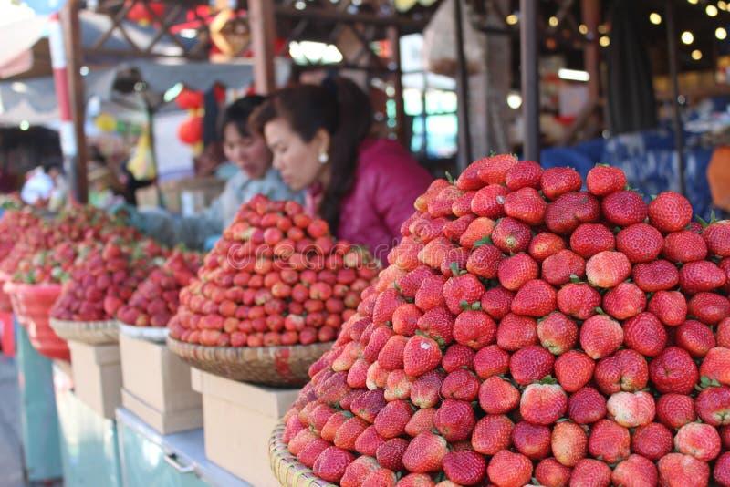 Mercado da morango no mercado do Lat da Dinamarca de Vietname imagens de stock royalty free