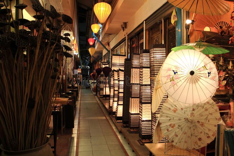 Mercado da noite, Banguecoque, Tailândia imagem de stock