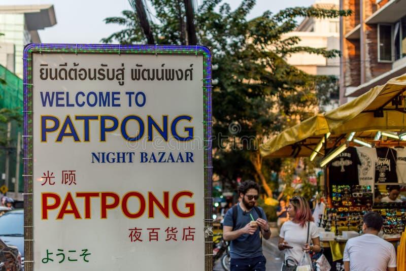 Mercado da noite de Patpong na estrada do silom imagem de stock