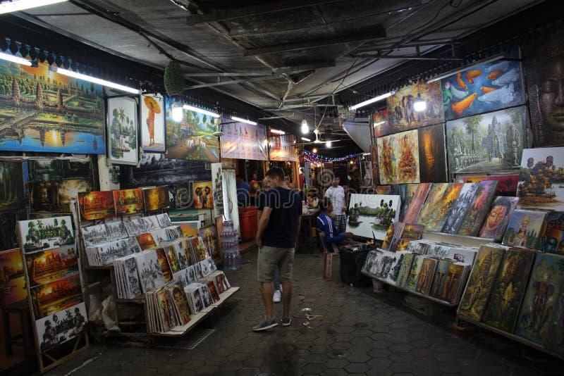 Mercado da noite de Phnom Penh do vendedor da imagem do mercado da noite de Angkor foto de stock