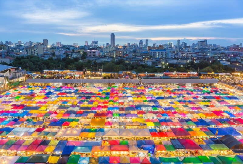 Mercado da noite em Banguecoque imagem de stock