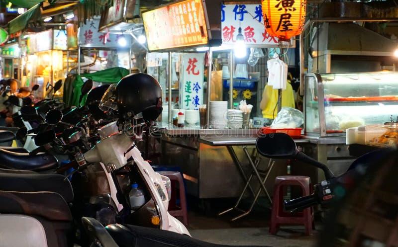 Mercado da noite em Kaohsiung, Taiwan imagens de stock